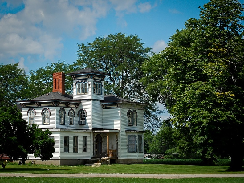 Stately Old House near Momence, IL.jpg